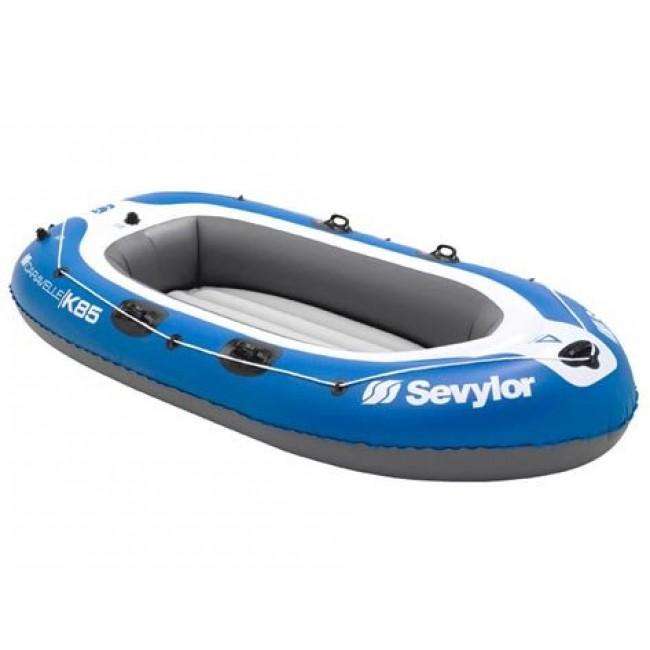 Gelüstet für Stille von Wasser mit ein Schlauchboot